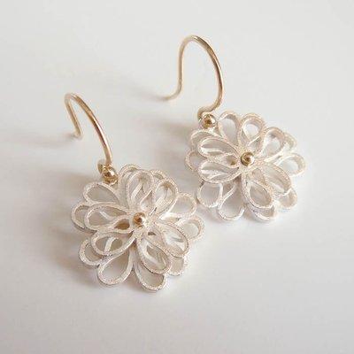 Zilveren oorhangers, dubbele bloem